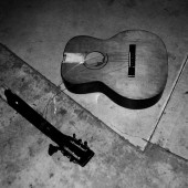 Broken_Guitar